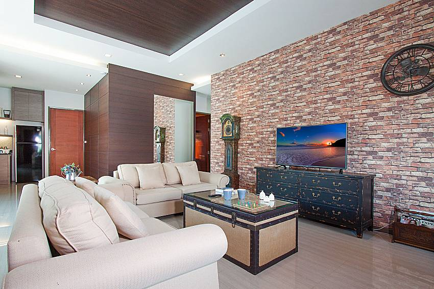 Living room with TV Casterly Villa in Jomtien Pattaya