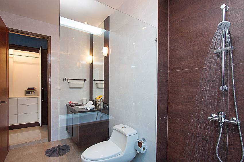 Bathroom with shower Casterly Villa in Jomtien Pattaya