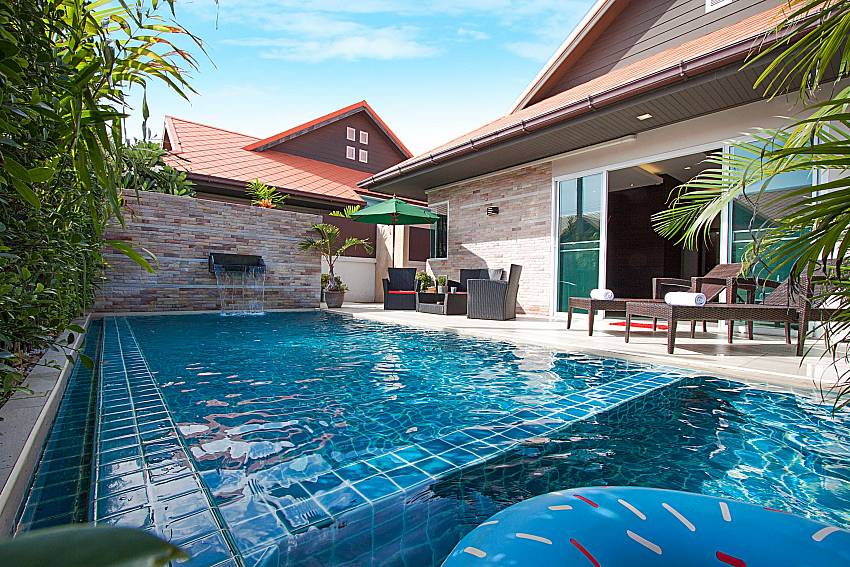 Swimming pool property Casterly Villa in Jomtien Pattaya