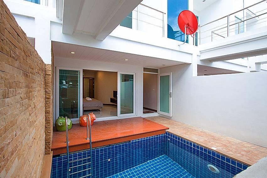 Swimming pool and property Bangsaray Beach House B at Bangsaray Pattaya