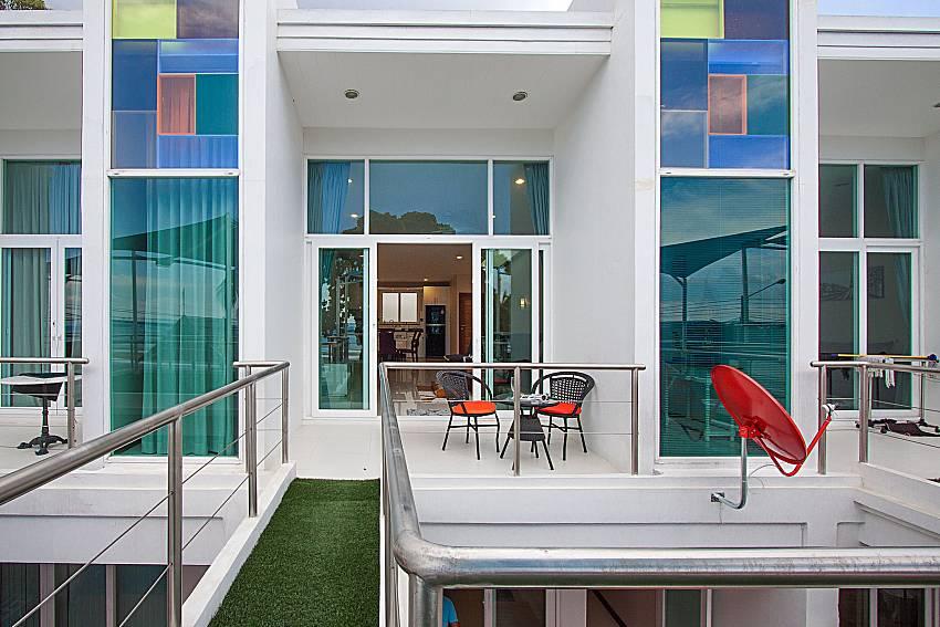 Balcony with seat and table Bangsaray Beach House B at Bangsaray Pattaya