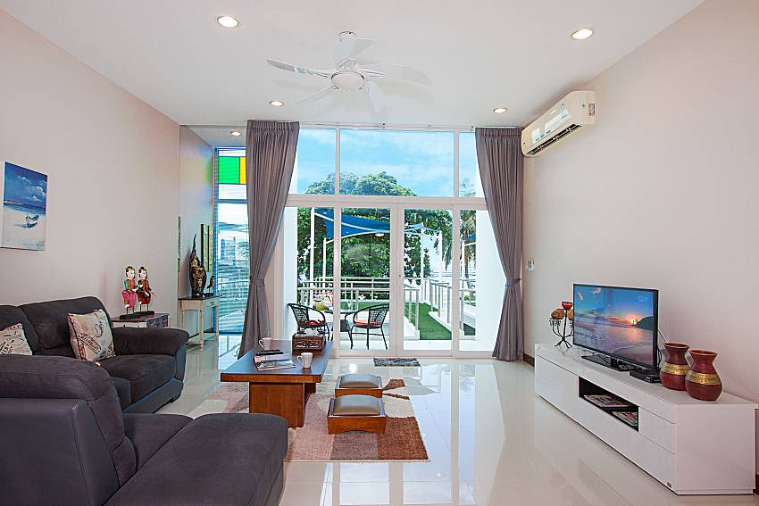 Living room Bangsaray Beach House B at Bangsaray Pattaya