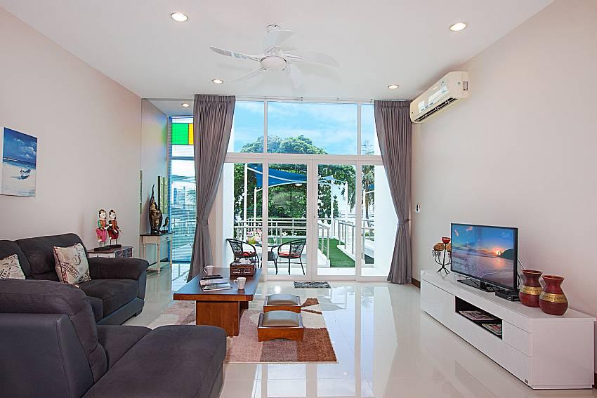 Living room Bangsaray Beach House B at Bangsaray Pattaya