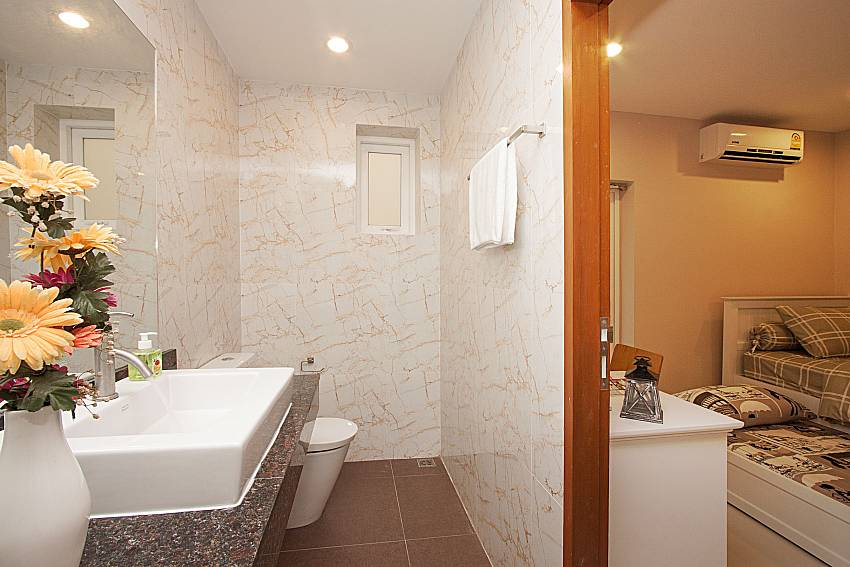 Bathroom Bangsaray Beach House B at Bangsaray Pattaya