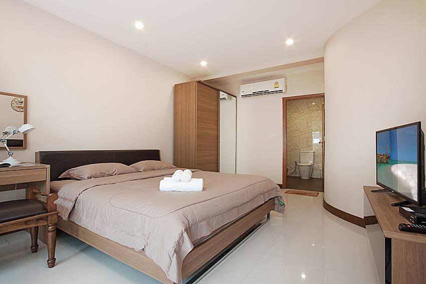 Bedroom with TV Bangsaray Beach House B at Bangsaray Pattaya