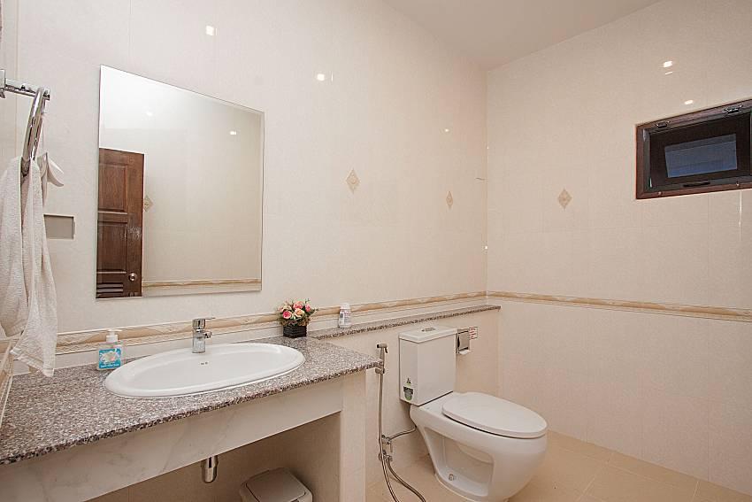 Bathroom Lanna Karuehaad Villa B in Chiang Mai