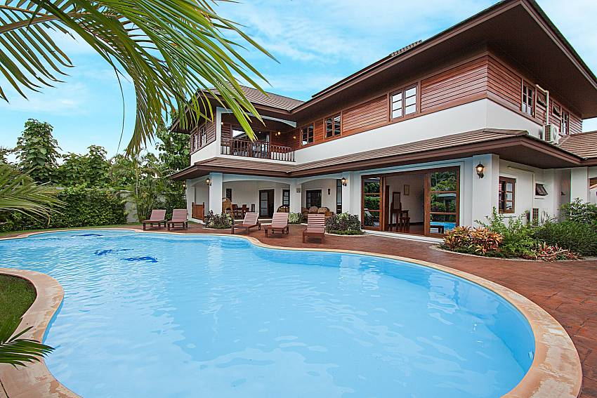 Swimming pool and property Lanna Karuehaad Villa B in Chiang Mai