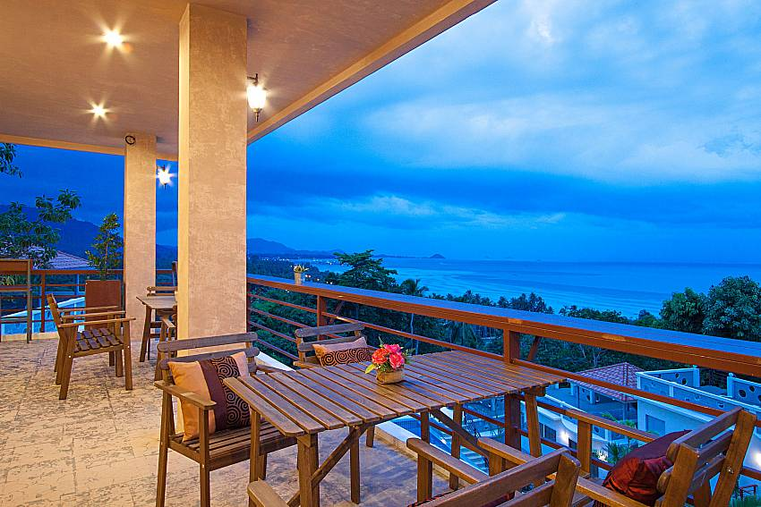 Seat and table Villa Mak Di 103 in Samui