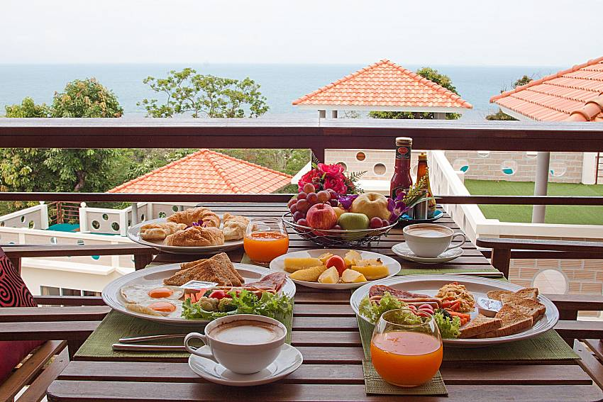 Dinning area Villa Mak Di 103 in Samui