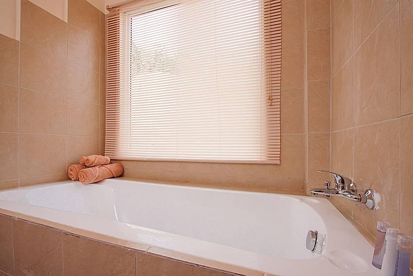 Bathroom with shower Villa Mak Di 104 in Samui