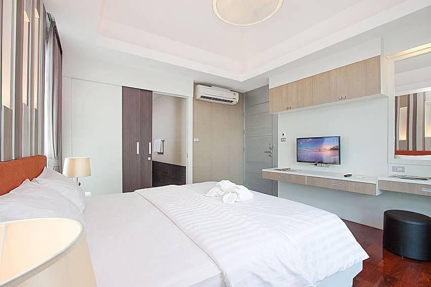 Bedroom with TV Villa Modernity A in Pattaya