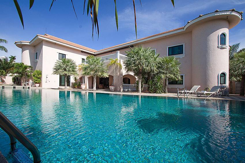 Swimming pool and property Camelot Villa in East Pattaya