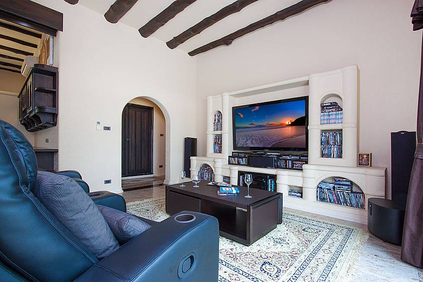 Living room with TV Camelot Villa in East Pattaya