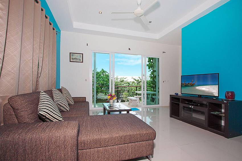 Living room with TV Villa Janani 201 in Samui