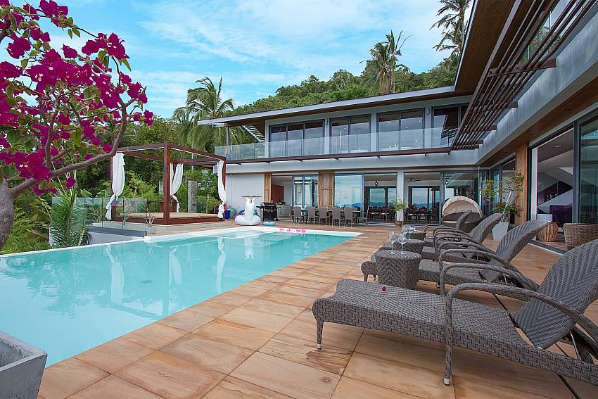Comfy sittings at the pool deck of-Villa High Rise_Bophut_Samui
