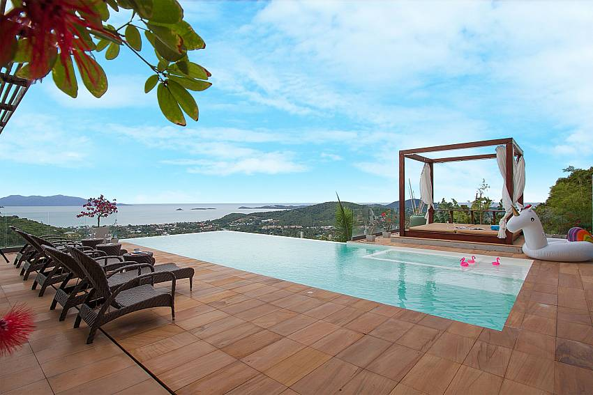 relax at the pool deck of-Villa High Rise_Bophut_Samui_Thailand