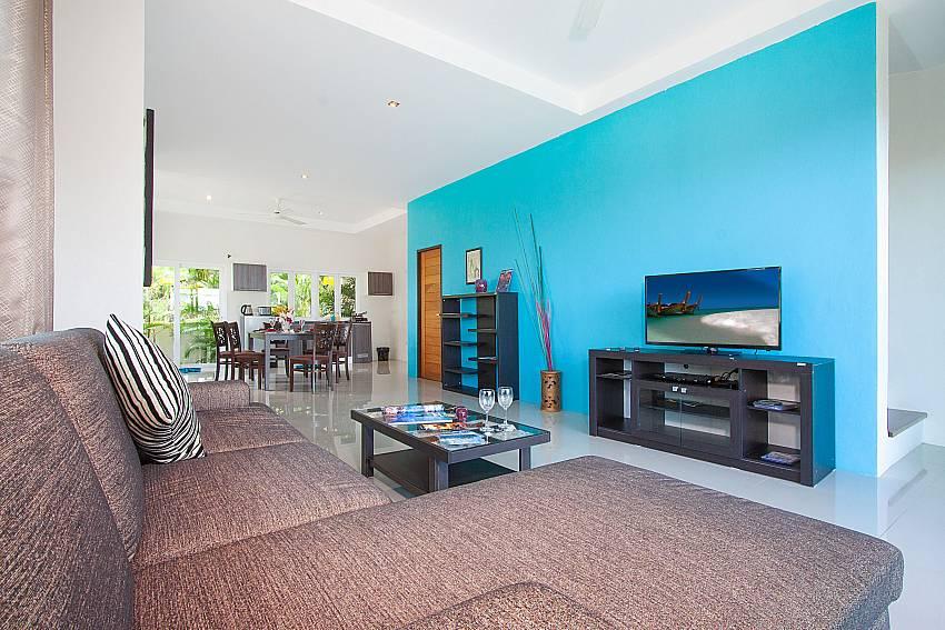 Living room with TV Villa Janani 202 in Samui