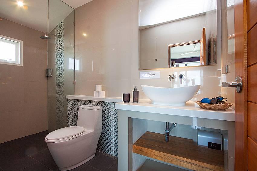 Bathroom with shower Villa Janani 302 in Samui