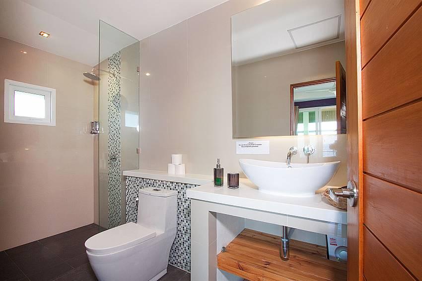 Bathroom with shower Villa Janani 304 in Samui