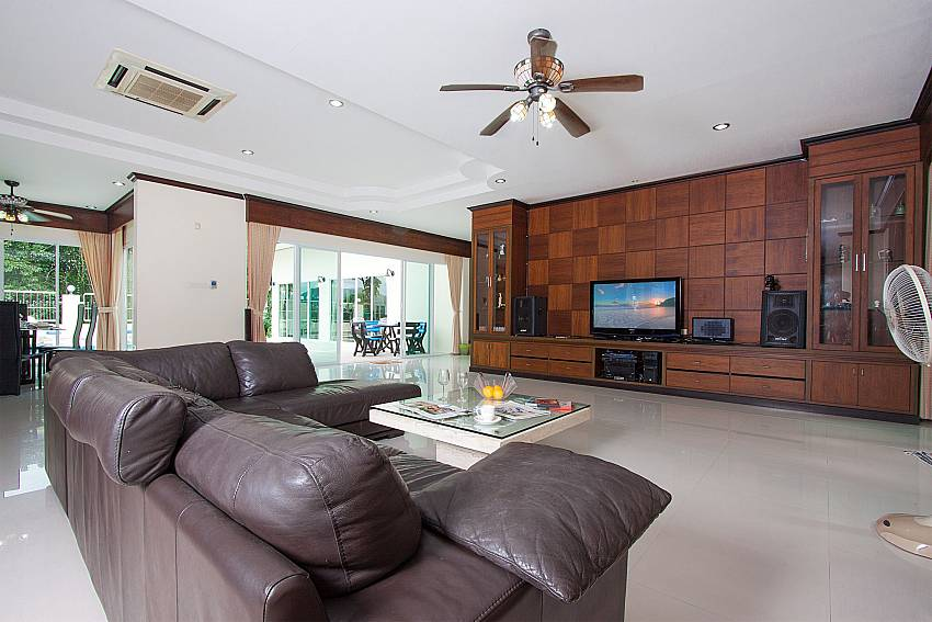 Living room with TV Villa Aruma in Phuket