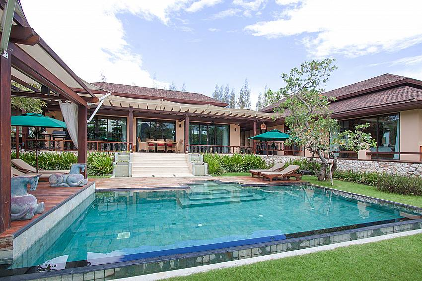 Swimming pool and property Villa Qualitas in Hua Hin