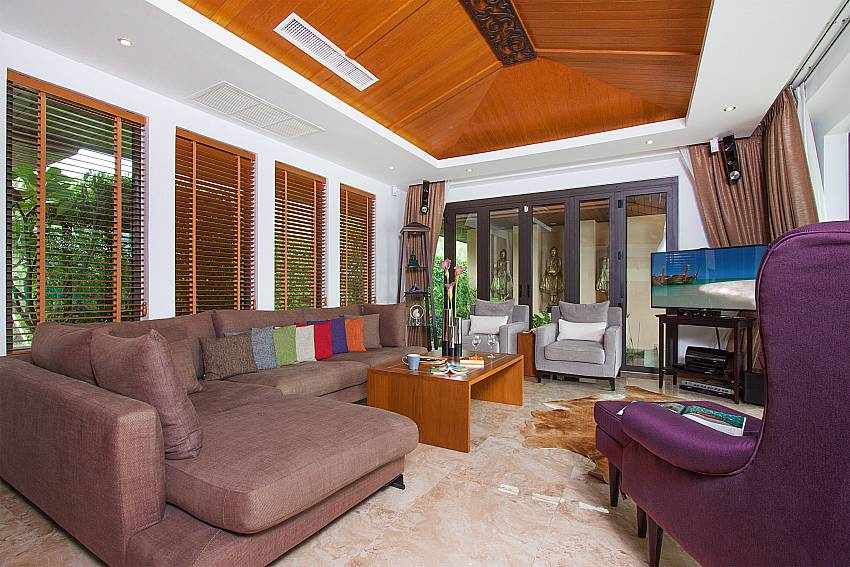 Living room with TV Villa Qualitas in Hua Hin