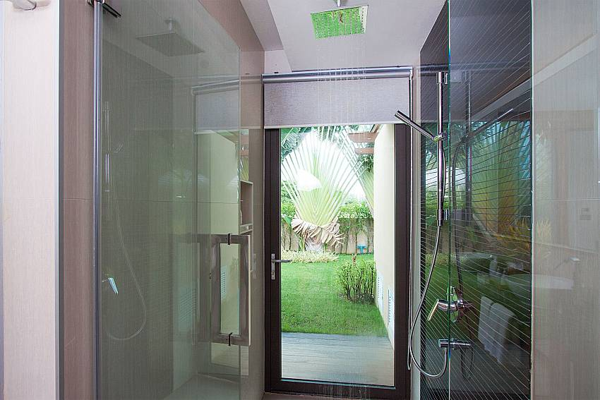 Shower Villa Qualitas in Hua Hin