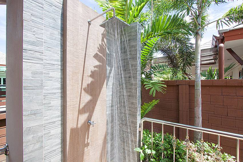 Outdoor shower by the pool in Thammachat Victoria II_Pattaya_Thailand