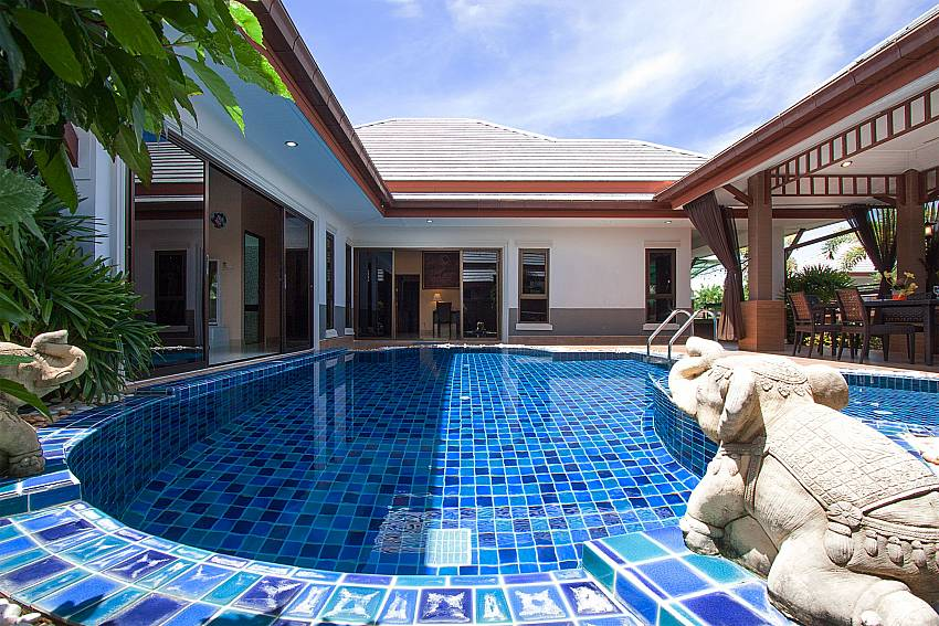 2. and 3. bedroom shared bathroom Thammachat Victoria II_Pattaya_Thailand