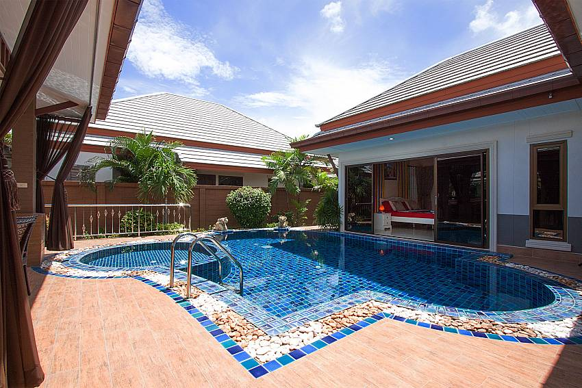 Direct pool access from interior of Thammachat Victoria II_Pattaya_Thailand