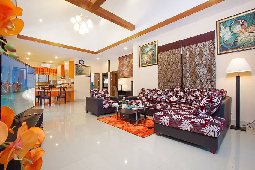 Spacious open living plan at Thammachat Victoria II_Pattaya_Thailand