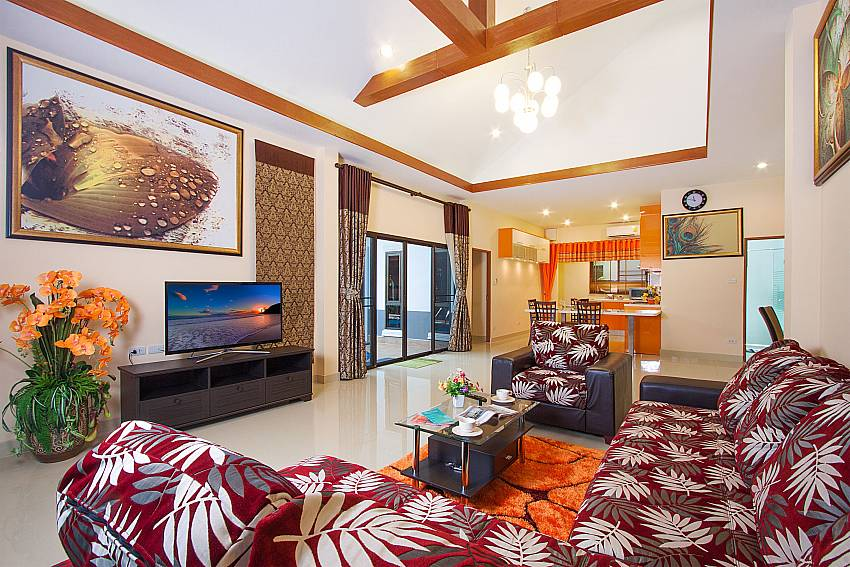 Living area with warm colors Thammachat Victoria II_Pattaya_Thailand
