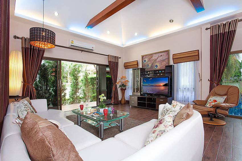 Tropical garden at-Thammachat Madonna Villa_Huay Yai_Pattaya_Thailand