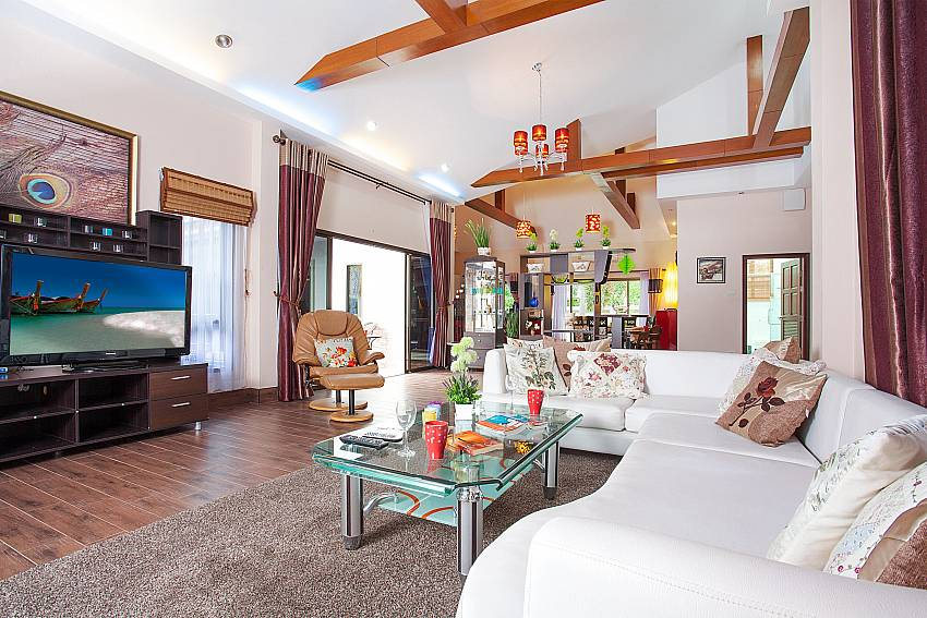 lounge with garden access-Thammachat Madonna Villa_Huay Yai_Pattaya_Thailand