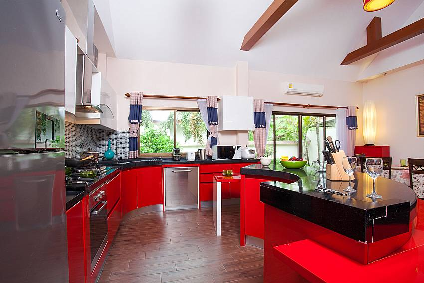 dining area with kitchen-Thammachat Madonna Villa_Huay Yai_Pattaya_Thailand