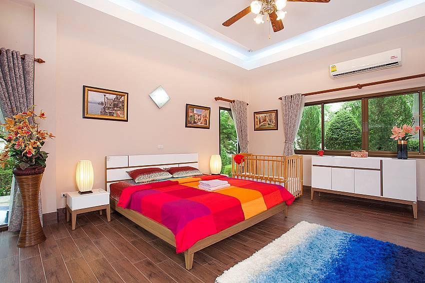 top modern kitchen at-Thammachat Madonna Villa_Huay Yai_Pattaya_Thailand
