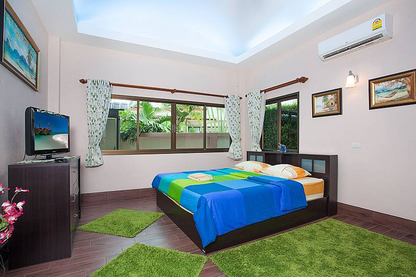 1. double bedroom with baby bed-Thammachat Madonna Villa_Pattaya_Thailand
