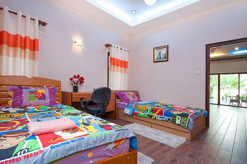 3. bedroom with 2 single beds-Thammachat Madonna Villa_Pattaya_Thailand