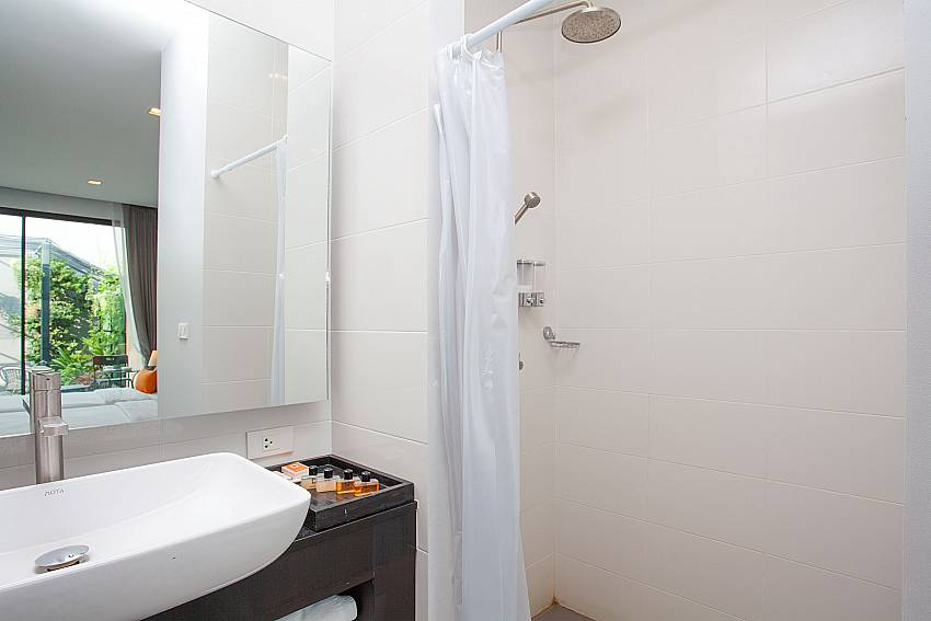 Modern en-suite bathroom-Stargaze Resort_Jomtien_Pattaya_Thailand