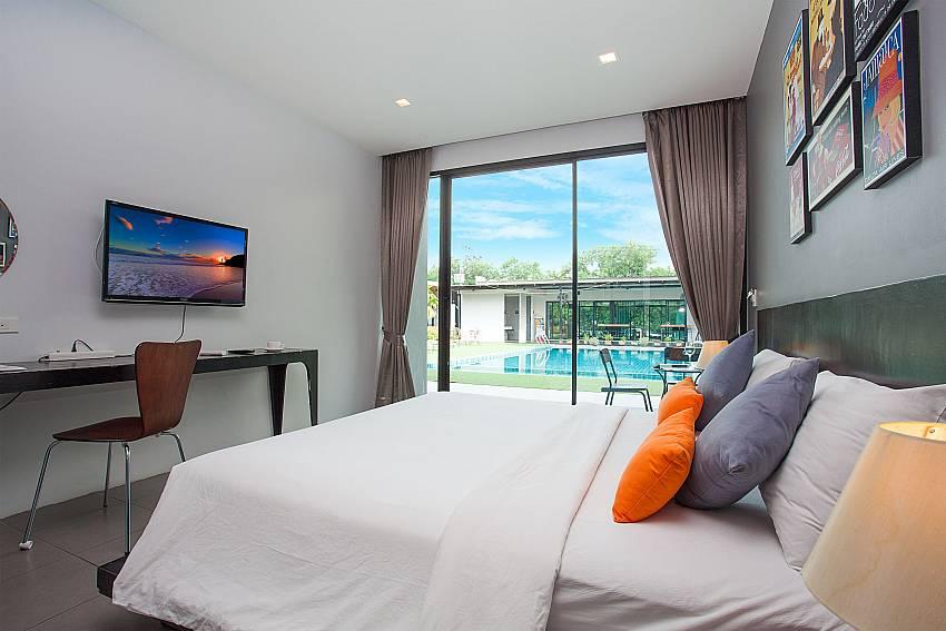 Luxury double bed-Stargaze Resort_Jomtien_Pattaya_Thailand