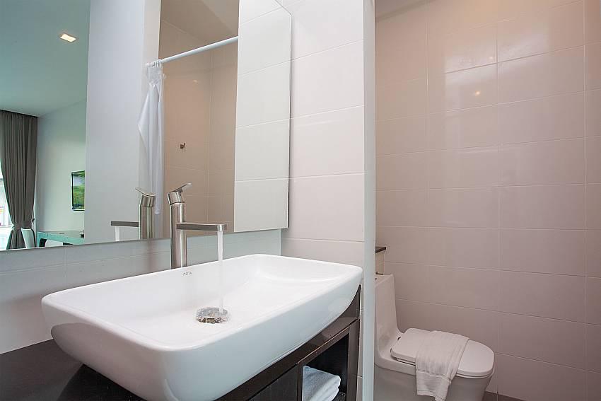 Double bed bathroom-Stargaze Resort_Jomtien_Pattaya_Thailand