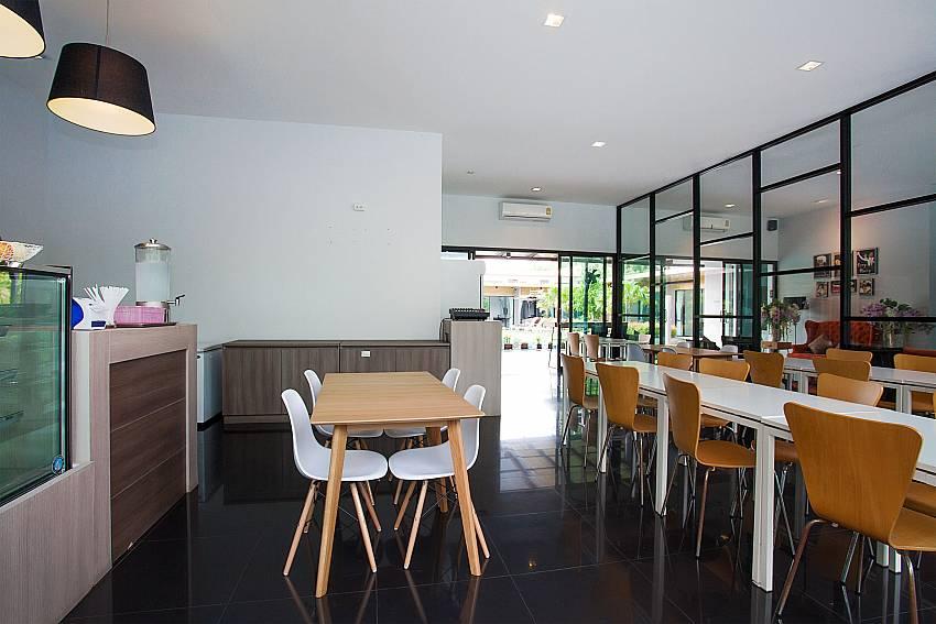 Spacious restaurant-Stargaze Resort_Jomtien_Pattaya_Thailand