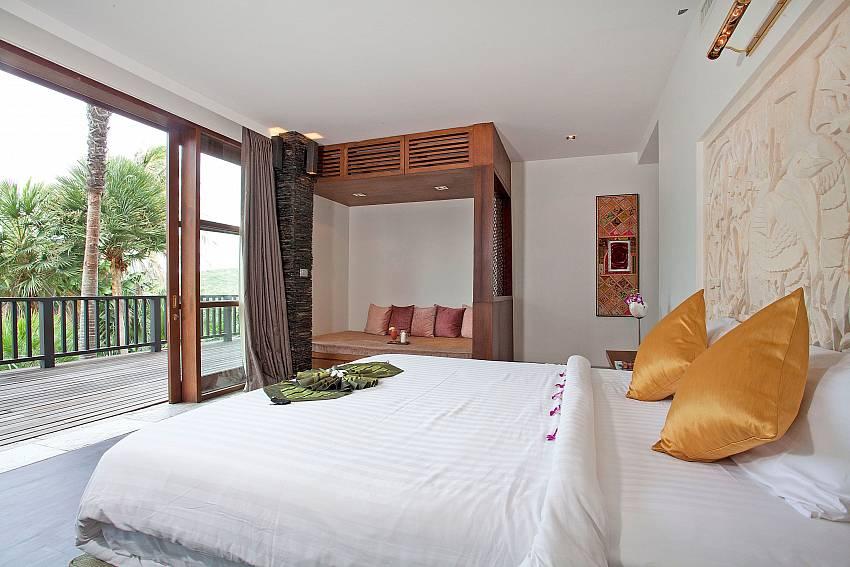 4. deluxe double bedroom-Amaroo Villa_Laem Sor_Samui_Thailand