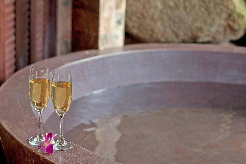 deluxe bath tube at-Amaroo Villa_Laem Sor_Koh Samui_Thailand