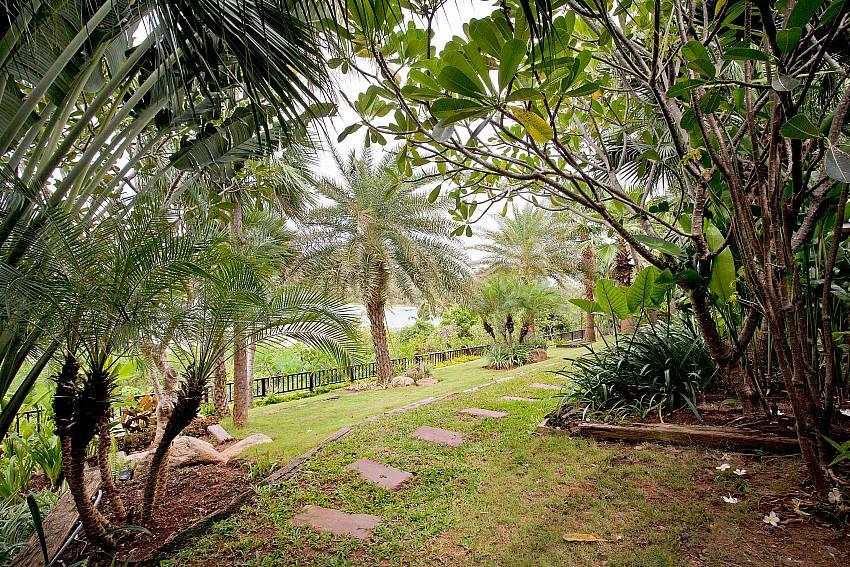 lush garden at-Amaroo Villa_Pangka beach_Samui_Thailand
