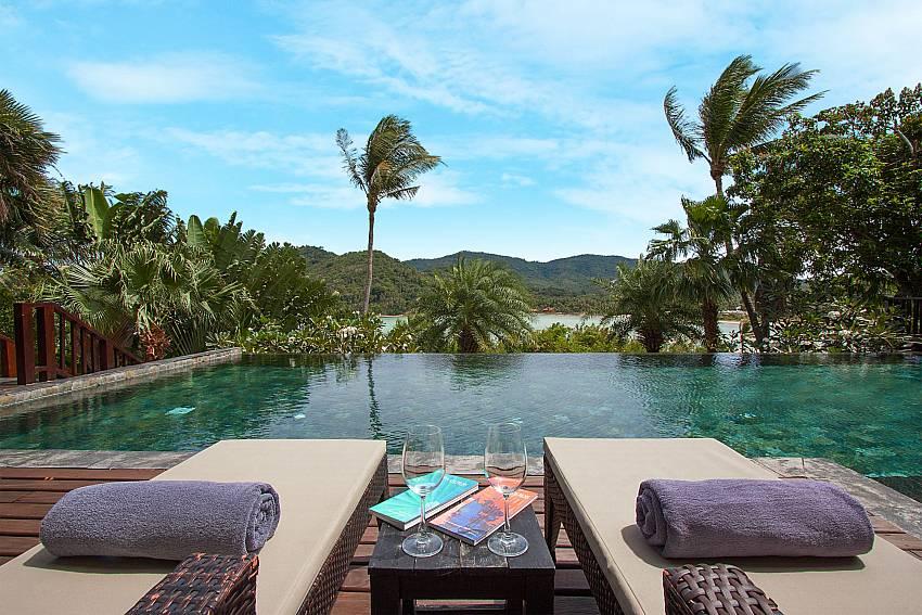Comfy sun beds with pool and sea view -Amaroo Villa_Laem Sor_Samui_Thailand