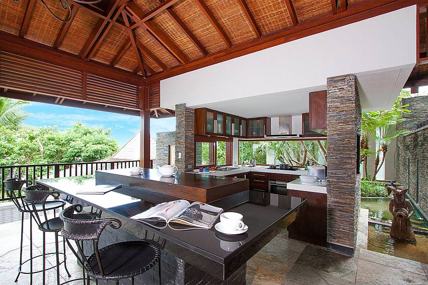 open kitchen with breakfast bar-Amaroo Villa_Laem Sor_Samui_Thailand