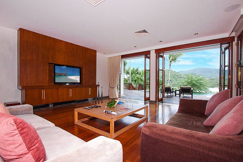 big TV and comfortable sittings-Amaroo Villa_Laem Sor_Samui_Thailand