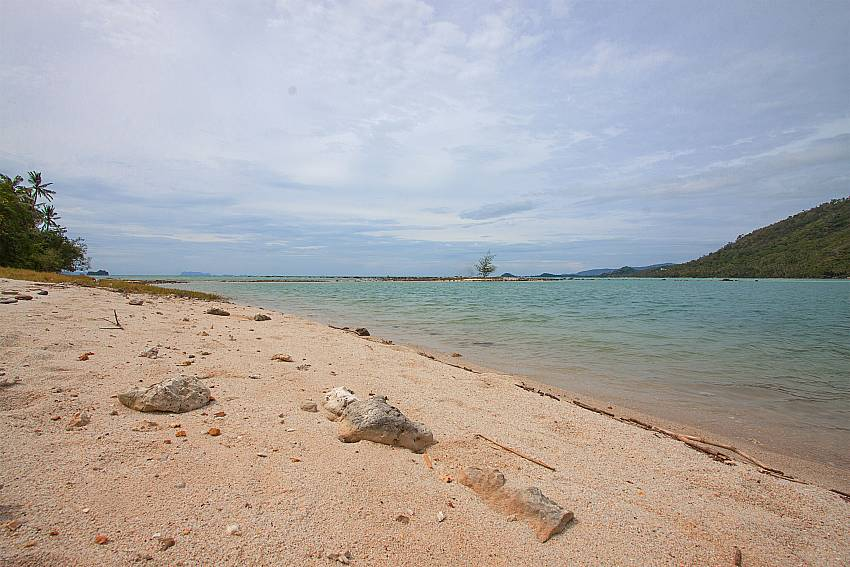 private beach access from-Amaroo Villa_Pangka beach_Samui_Thailand