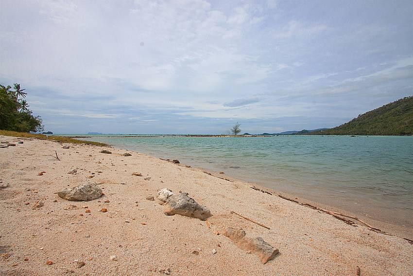 private beach access from-Amaroo Villa_Pangka beach_Samui_Thailand